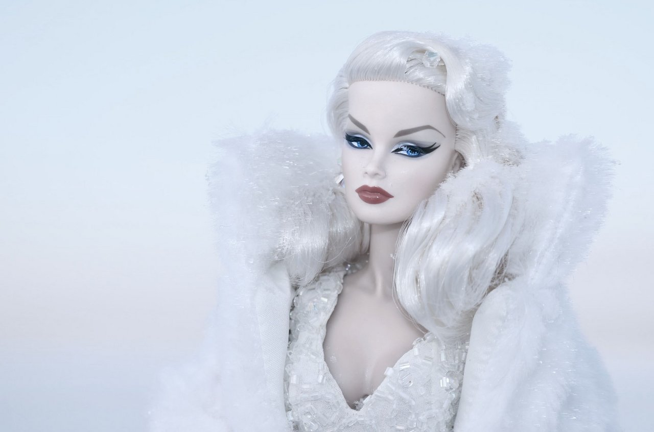 Fashion Royalty - Sivu 6 Veronique%20SnowQueen%20ta1s