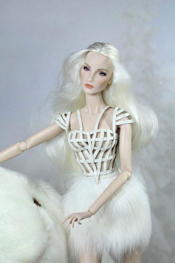 Fashion Royalty - Sivu 3 Elise%20White%20Rabbit%20t1