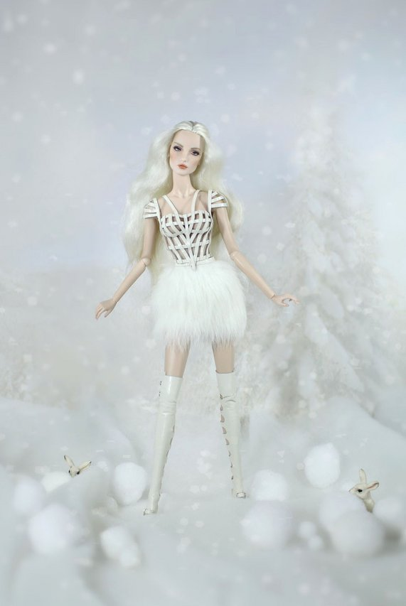 Fashion Royalty - Sivu 3 Elise%20White%20Rabbit%20t2