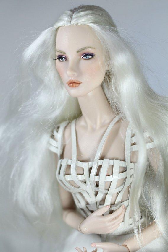 Fashion Royalty - Sivu 3 Elise%20White%20Rabbit%20t4