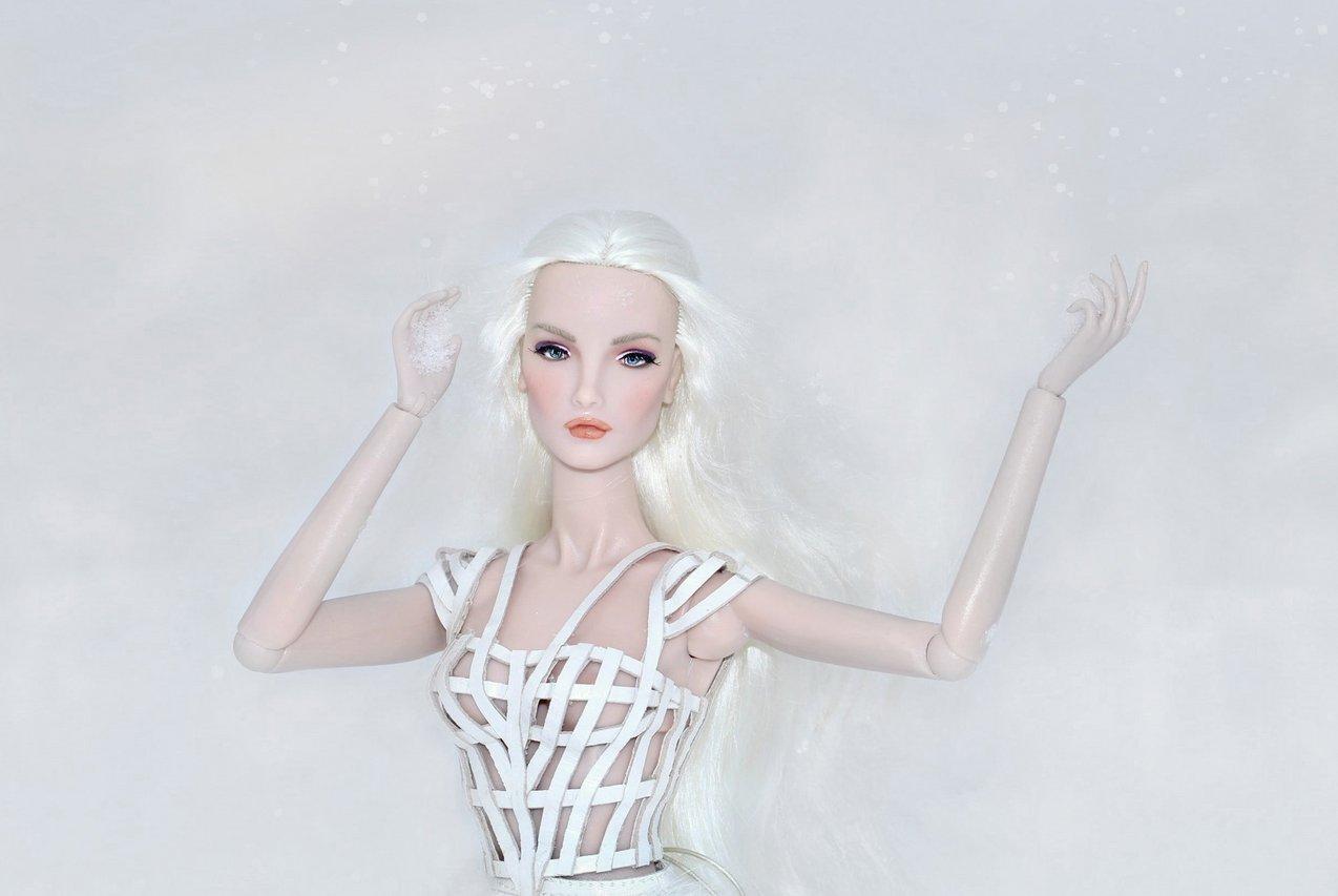 Fashion Royalty - Sivu 6 Elise%20WhiteRabbit%20Lt1b