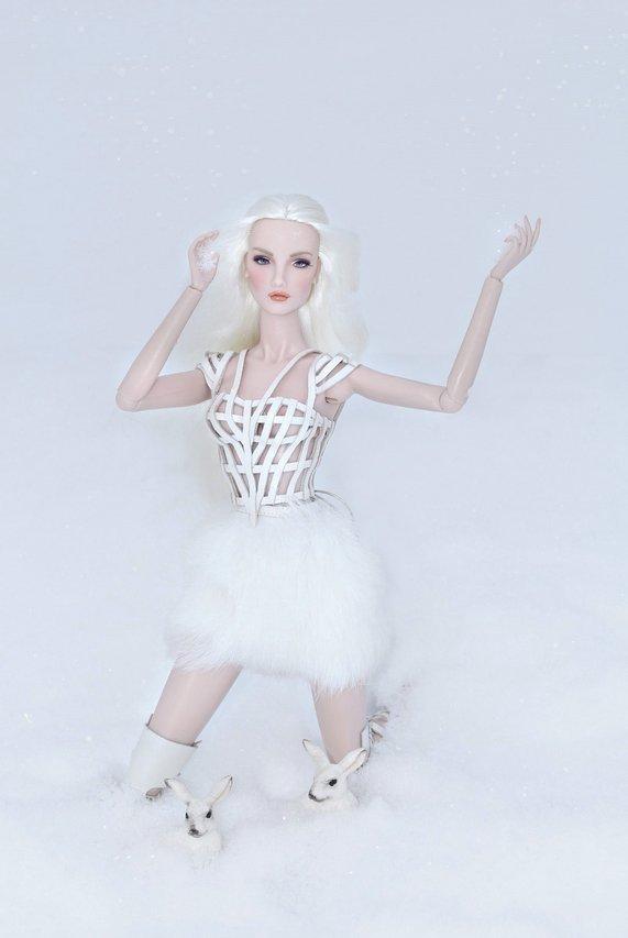 Fashion Royalty - Sivu 6 Elise%20WhiteRabbit%20Lt3