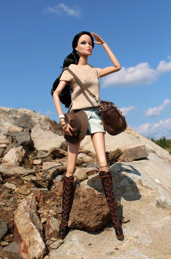 Fashion Royalty - Sivu 40 Vanessa%20Fashion%20Explorer1%20kalliovuoret