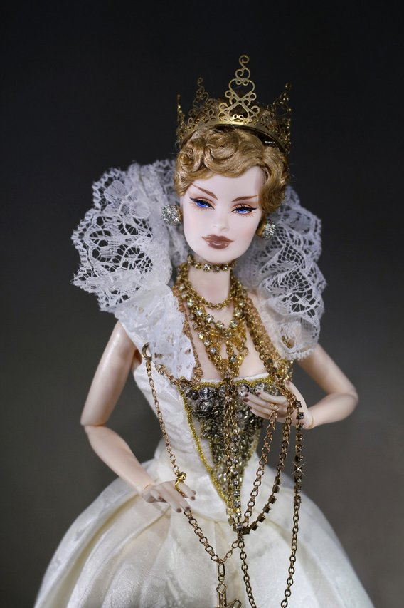 Fashion Royalty Veronique%20QueenV%20portrait2