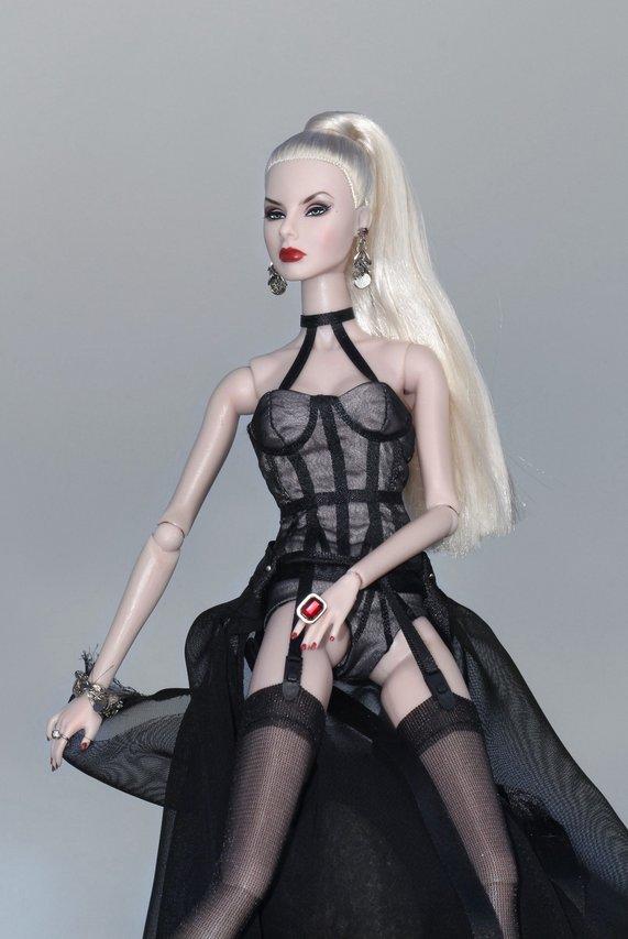 Fashion Royalty - Sivu 8 Agnes%20Dark%20L2