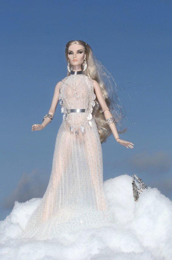 Fashion Royalty - Sivu 8 Elise%20Silver%20Moon%20L1