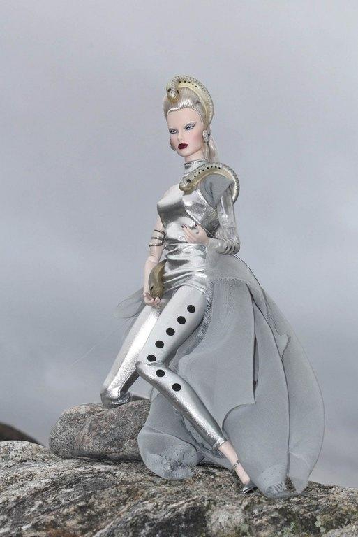 Fashion Royalty - Sivu 9 Dasha%20Goddess%20of%20The%20Lampreys%20L1