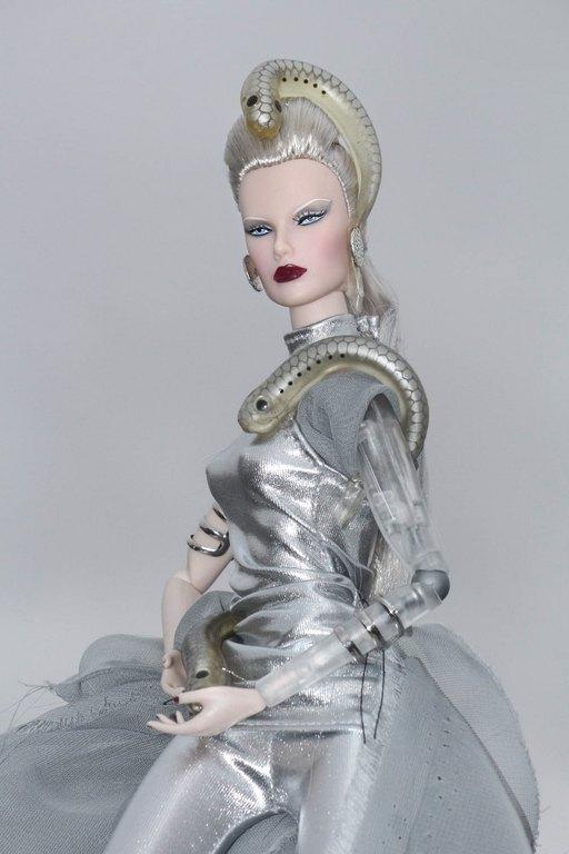 Fashion Royalty - Sivu 9 Dasha%20Goddess%20of%20The%20Lampreys%20L3