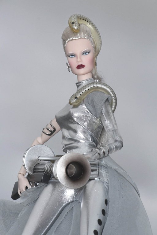 Fashion Royalty - Sivu 9 Dasha%20Goddess%20of%20The%20Lampreys%20L6