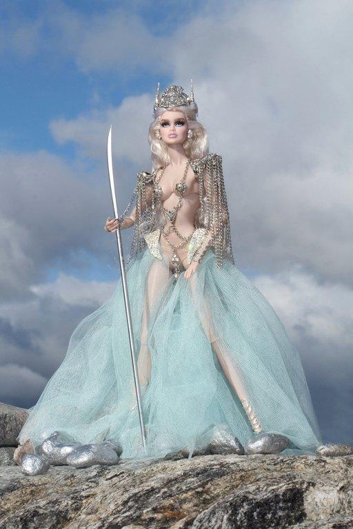 Fashion Royalty - Sivu 9 Vanessa%20ValkyriePrincess%20Lk1a
