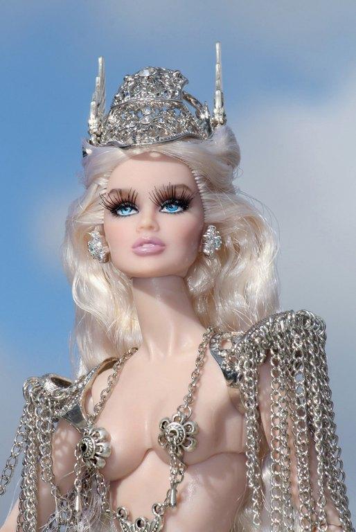 Fashion Royalty - Sivu 9 Vanessa%20ValkyriePrincess%20Lk3a