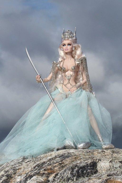 Fashion Royalty - Sivu 9 Vanessa%20ValkyriePrincess%20Lk4