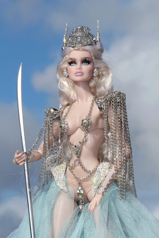 Fashion Royalty - Sivu 9 Vanessa%20ValkyriePrincess%20Lk8a