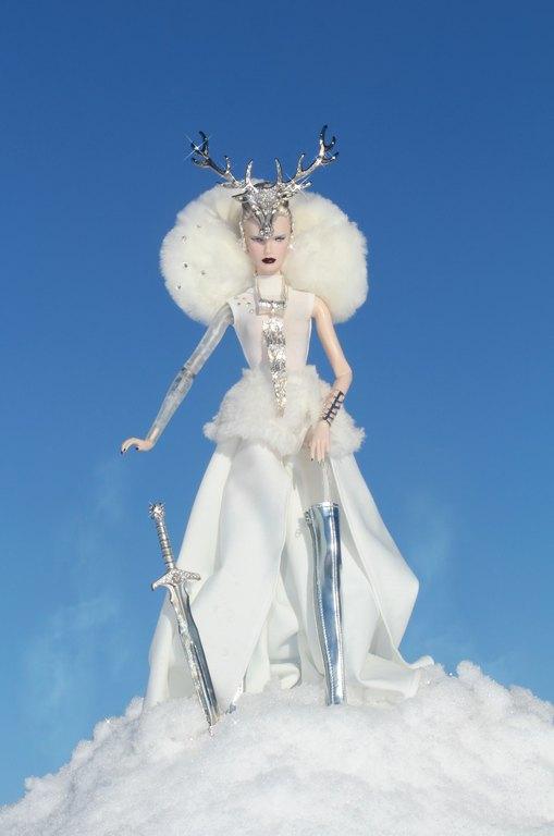 Fashion Royalty - Sivu 11 Dasha%20Goddess%20of%20the%20Winter%20Lh1