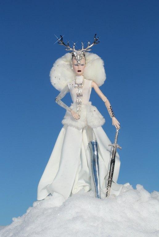 Fashion Royalty - Sivu 11 Dasha%20Goddess%20of%20the%20Winter%20Lh3s